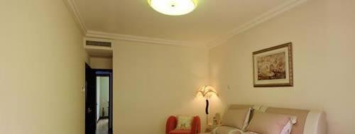 中央空调室内机就安装在卧室门口